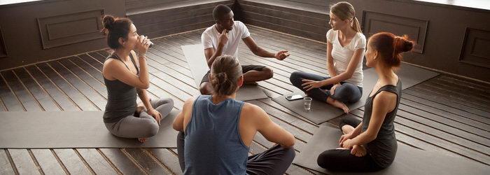 טיפול קבוצתי משולב אימון יוגה